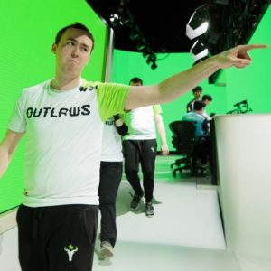 Muma pointing at crowd
